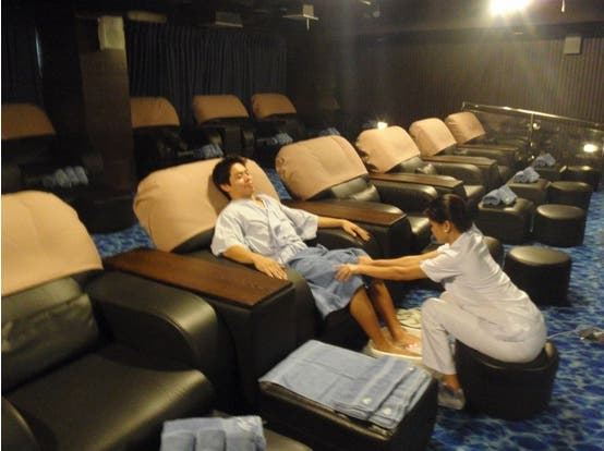BlueWater-Day-Spa-Movie-Theater-Massage