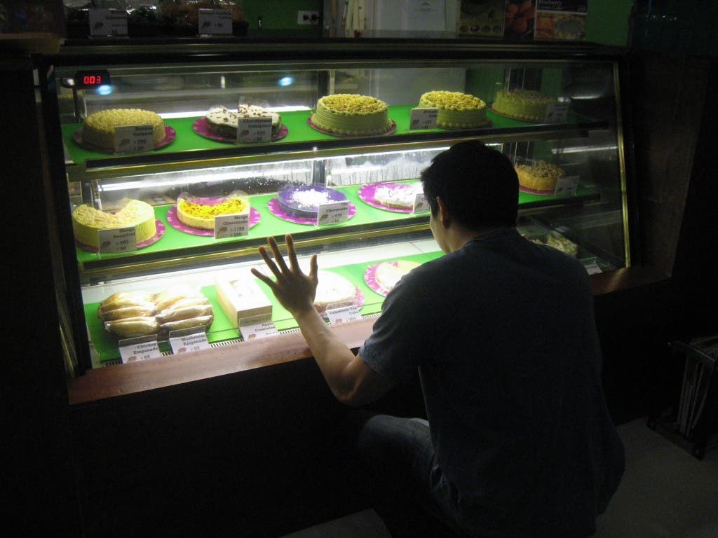 Vince drooling at Lia's Cakes in Season When In Manila