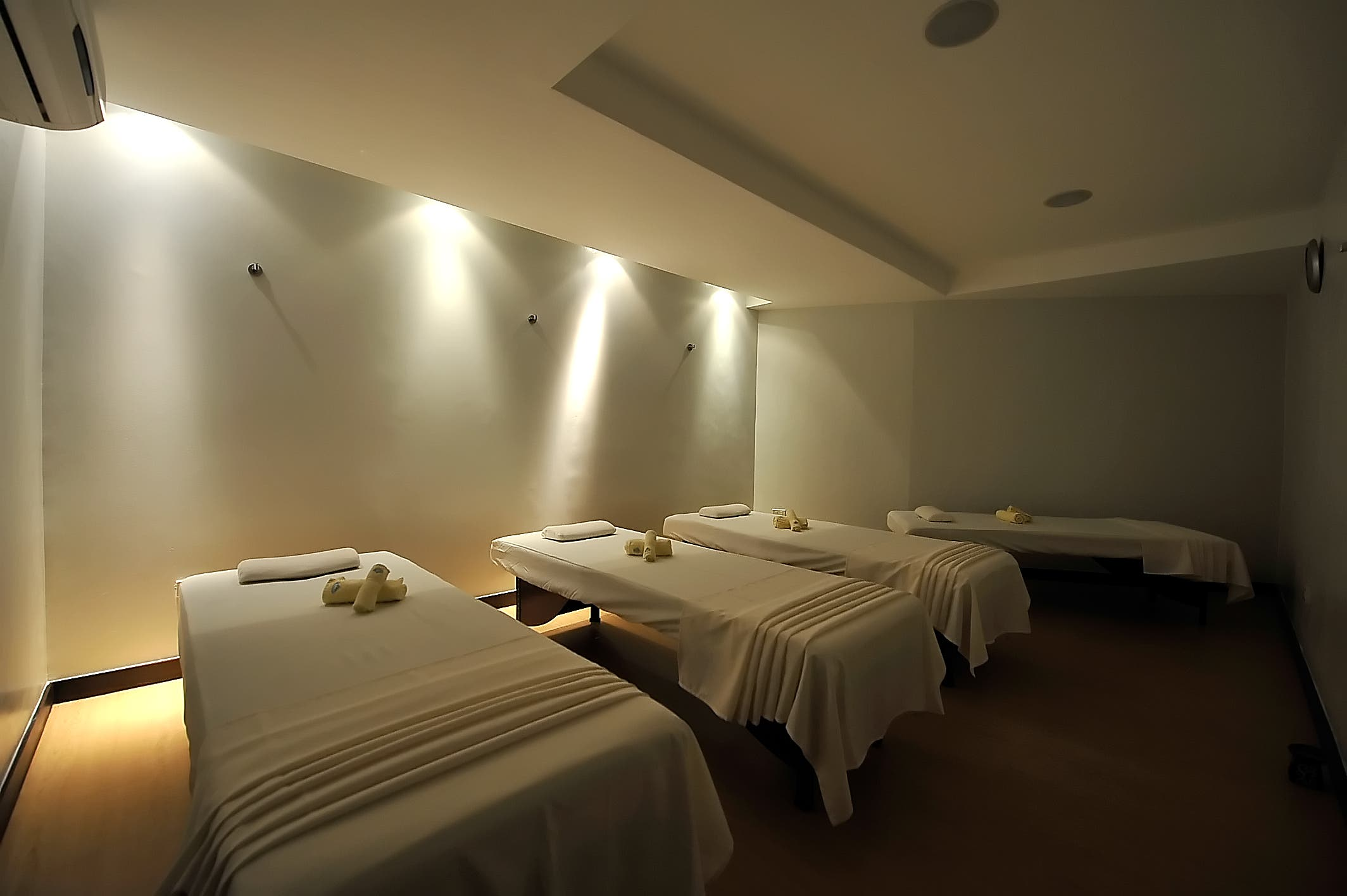 male-common-massage-area-Blue-Water-BlueWater-Day-Spa-Philippines.jpg