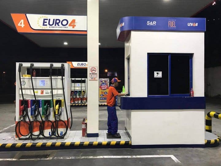 S&R Members 3 Pesos Off Fuel 6