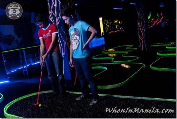 LazerXtreme-Laser-extreme-xtreme-lazer-tag-maze-glow-in-the-dark-golf-amplification-mission-impossible-paint-ball-2