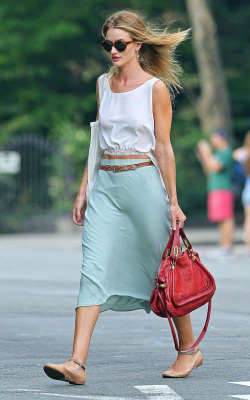 Rosie-Huntington-Whiteley-chloe-nude-breaded-ankle-strap-ballet-flat-beige-Chloe-red-paraty-leather-bag-4