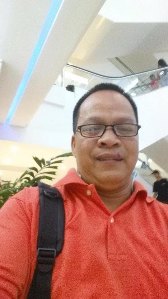 Thief Steals from Volunteers Helping Typhoon Yolanda Haiyan Victims Unknowingly Uploads Selfies to the Internet selfie