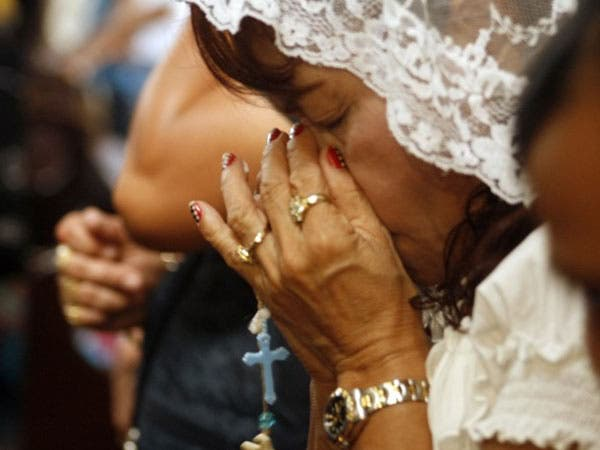 Dionesia Pacquiao prays intently for son Manny