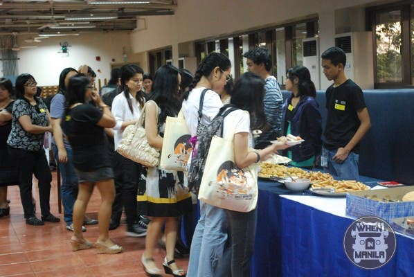 Over 300 participants were delighted to be treated with snacks and dinner.