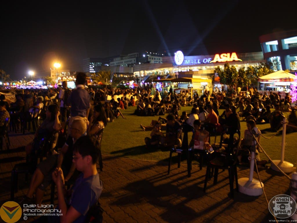 The night's audience waiting for the pyromusical performance to begin.