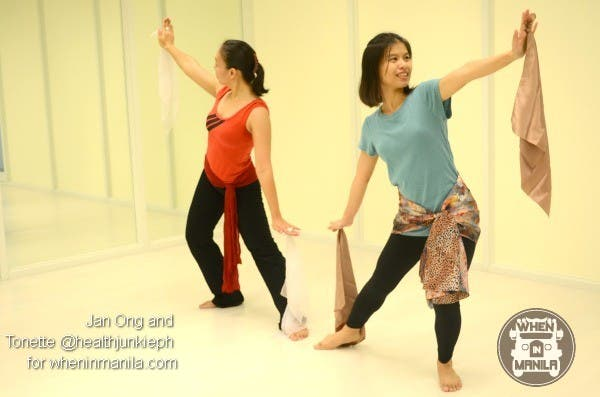 Strike Your Best Bollywood Dance Pose And Win 2 FREE Bollywood Dance Passes00005