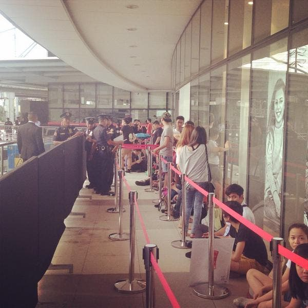 Fans Wait In Line For H&M's Opening a Day Before the Opening