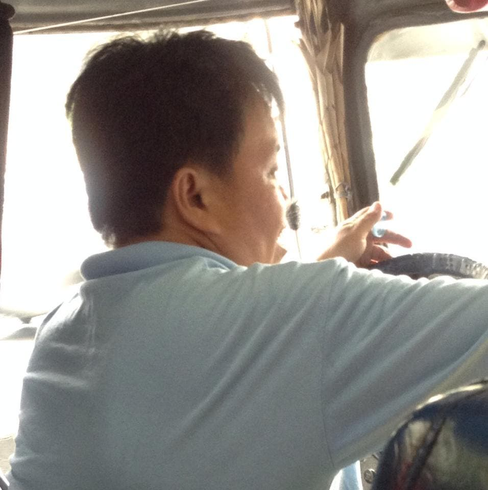 Kind Jeepney Driver Reminds Passengers That Fare is Rolled Back to PhP 7.50