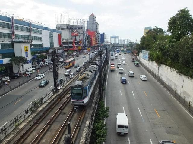 Rare Look at EDSA Without Any Billboards or Ads (2)