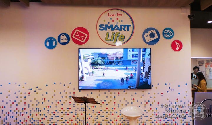 Smart Communications Turns its Stores Into a Hip Lifestyle Cafe (13)