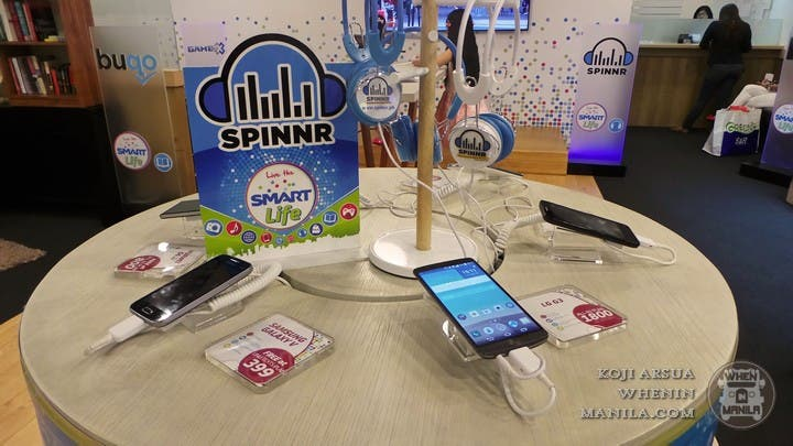Smart Communications Turns its Stores Into a Hip Lifestyle Cafe (2)