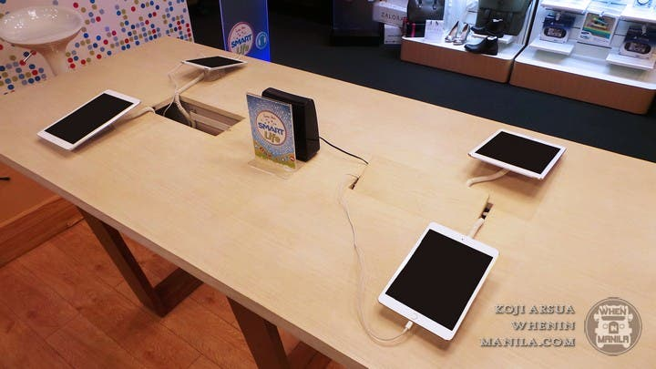 Smart Communications Turns its Stores Into a Hip Lifestyle Cafe (8)