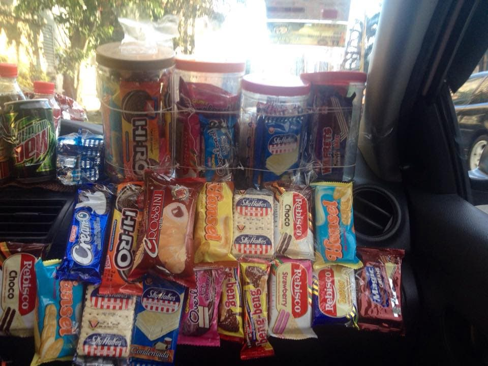 This Taxi Driver Has a Snack Store You Can Buy From During Rides 2