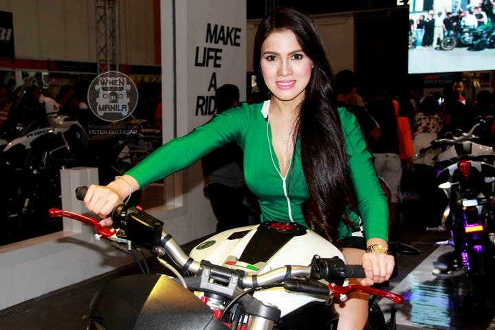 26 Jhen mendez Hottest Filipina Girls at the Philippine InsideRacing BikeFest TradeShow (1)
