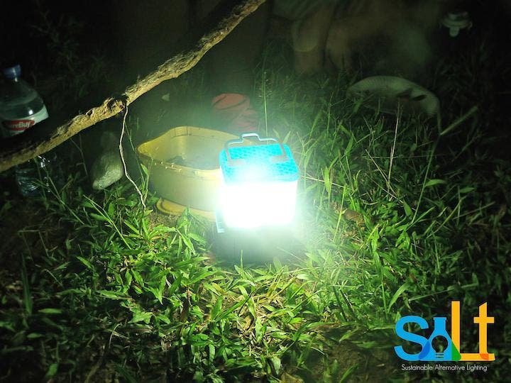 Filipina Invents Lamp that Uses Salt and Water