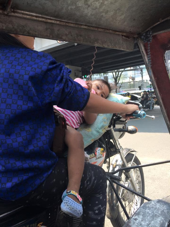 INSPIRING This Female Tricycle Brings Her Baby Daughter to Work