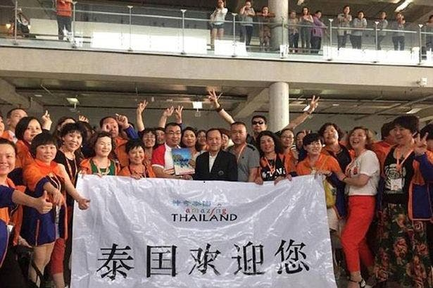 Boss treats workers to luxury vacation in Thiland