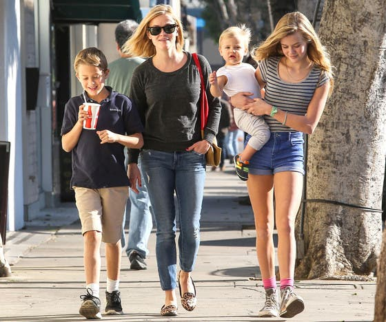Reese Witherspoon Single Mother