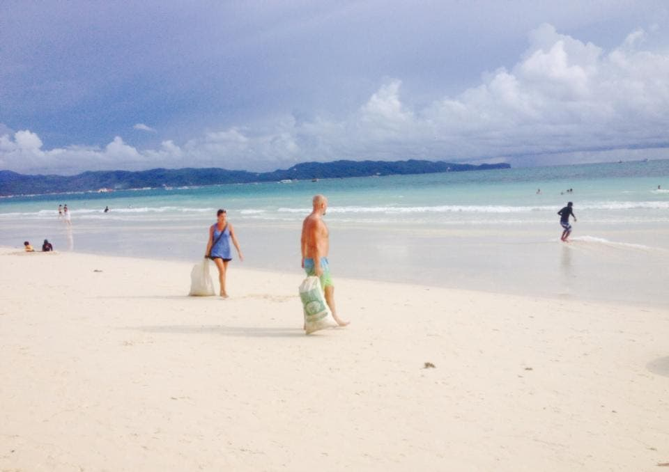 Foreigners-boracay-clean-up