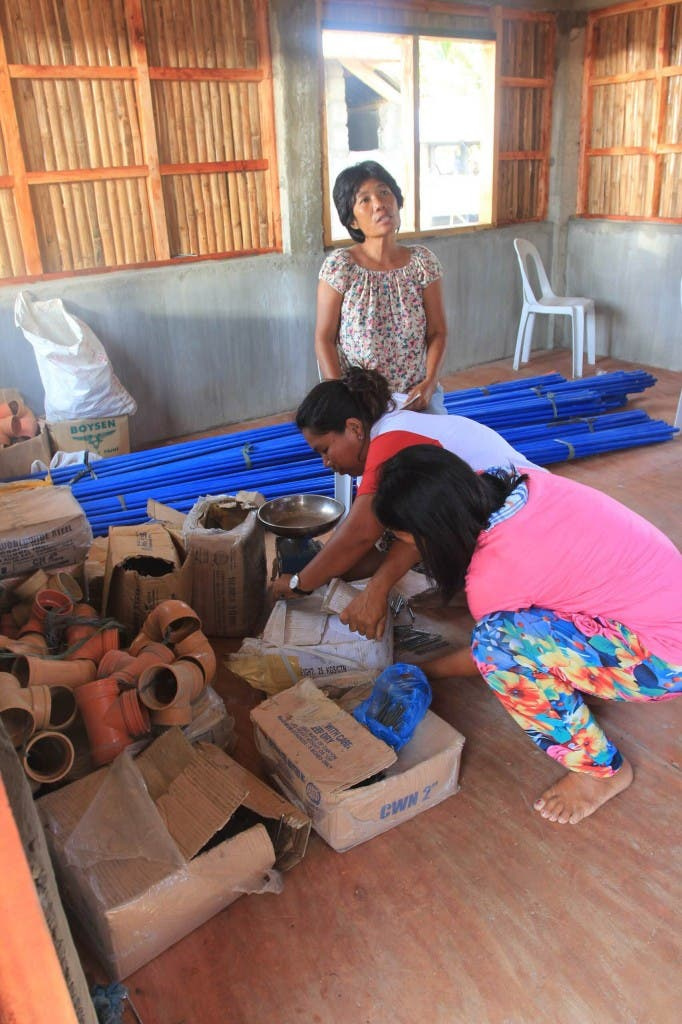 Women in Yolanda-Affected Area in Roxas City Build Houses