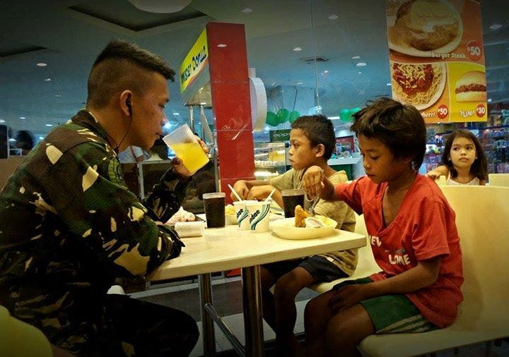Soldier treats street children Jollibee
