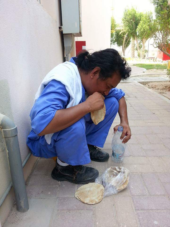 OFW eating on the Streets