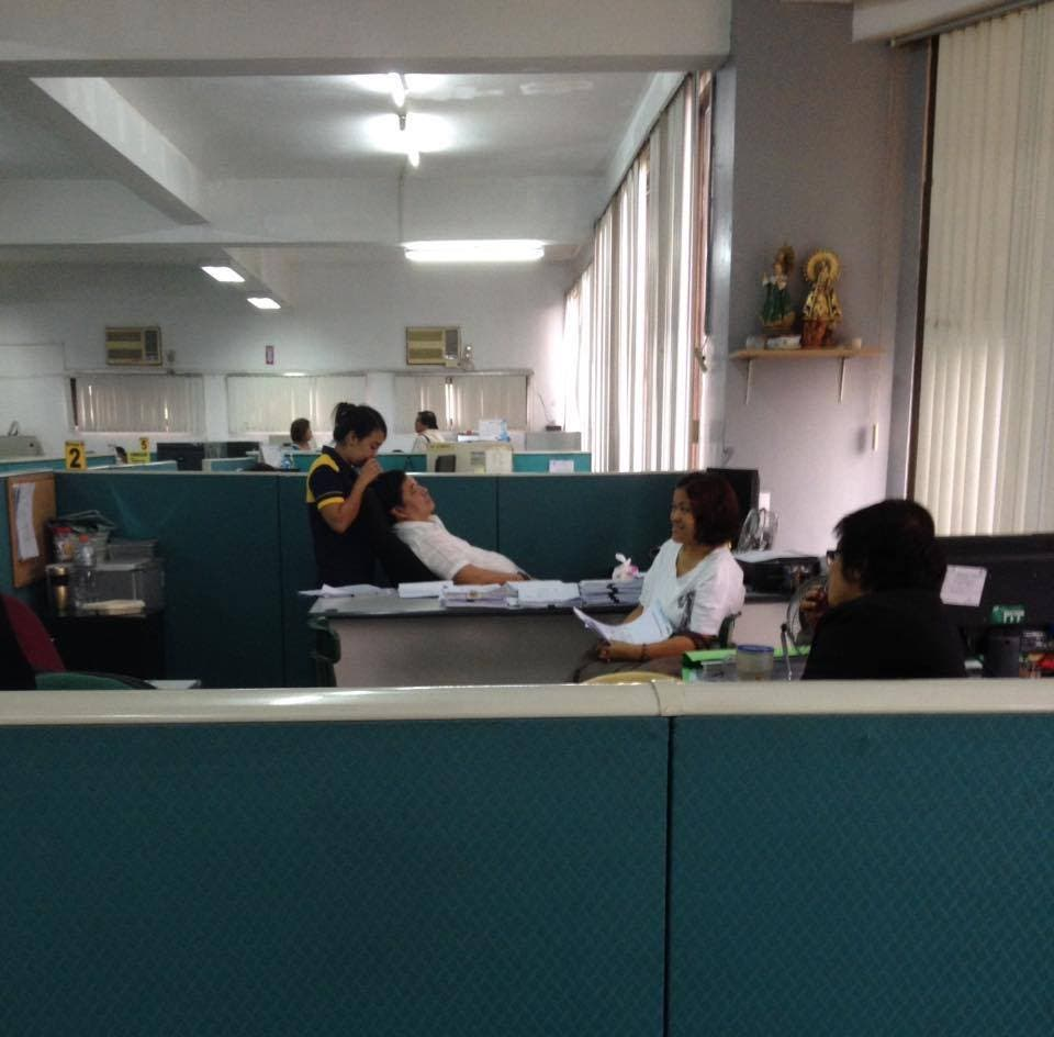 LOOK Netizen Shares Photos of Government Chief Officer Allegedly Slacking on the Job, Presidential Spokesperson Responds