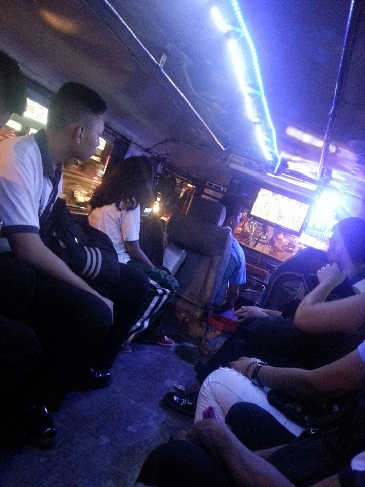 Netizen Rides Jeep With Free Movie and Wi-Fi