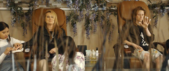 still-of-meryl-streep-and-mamie-gummer-in-ricki-and-the-flash-(2015)-large-picture (2)