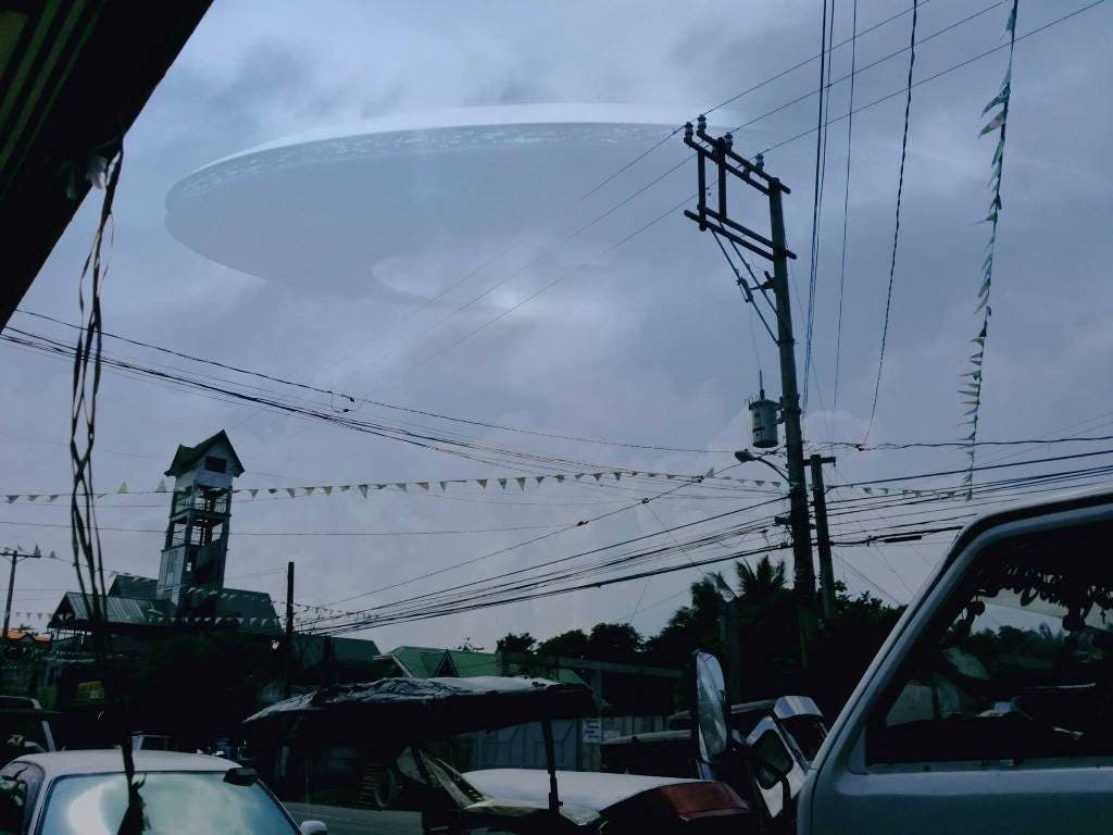 Is This UFO Sighting Caught in Photo Real? - When In Manila