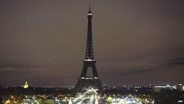 Eiffel Tower lights off