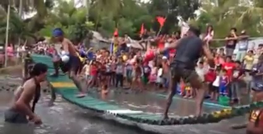 ONLY IN THE PHILIPPINES Bambooksing, or Boxing on a Bamboo Bridge