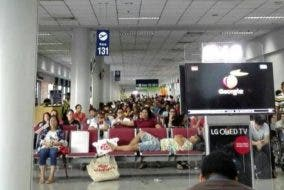 Man Sleeps at NAIA 3 and Takes Up a Lot of Seating Space