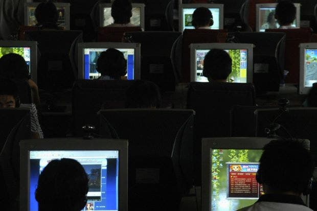 Internet Cafe Computers