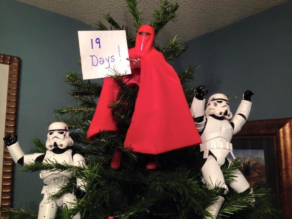 Storm-Troopers-Set-Up-Christmas-Tree-26