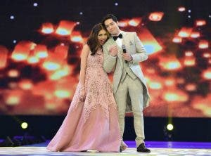 Alden Richards And Maine Mendoza performes during the Eat Bulaga Tamang Panahon at the Philippine Arena in Bulacan October 24, 2015 / photo- Eat Bulaga