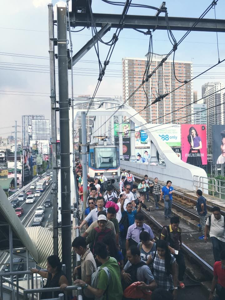 Netizen Who Experienced the MRT Breakdown Calls for Leaders Who Will Love Filipinos
