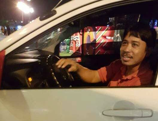 READ Netizen Leaves Expensive Phone in Taxi, Honest Driver Returns It!