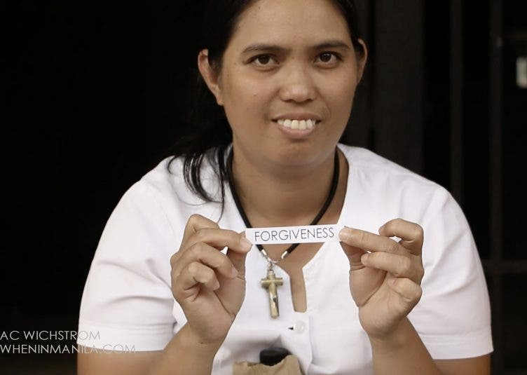 """VIDEO: """"I want to forgive the people who hurt me"""" - Spreading Peace & Love Around Manila"""
