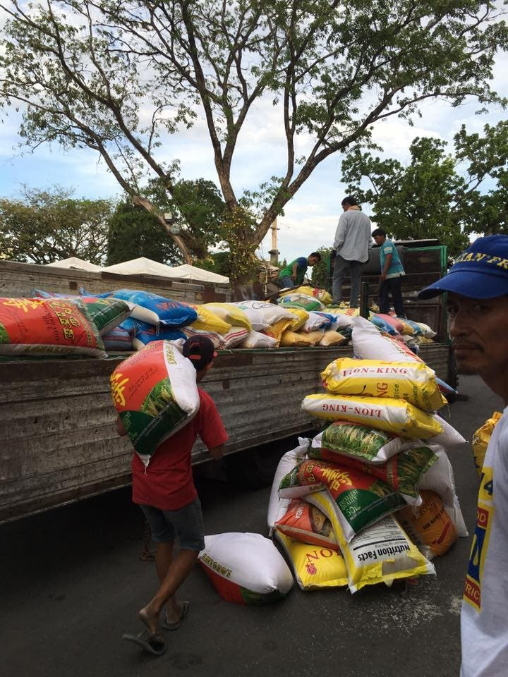 davao gave rice sacks to farmers