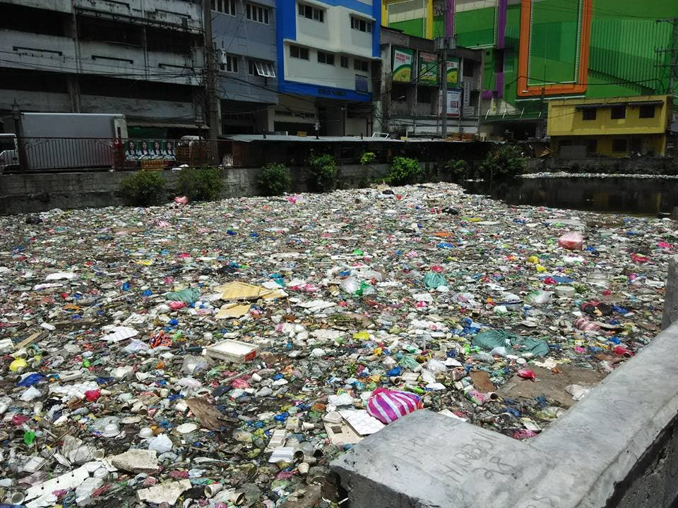 LOOK Netizen Calls Out Manila Government For Canal Filled with Trash 2