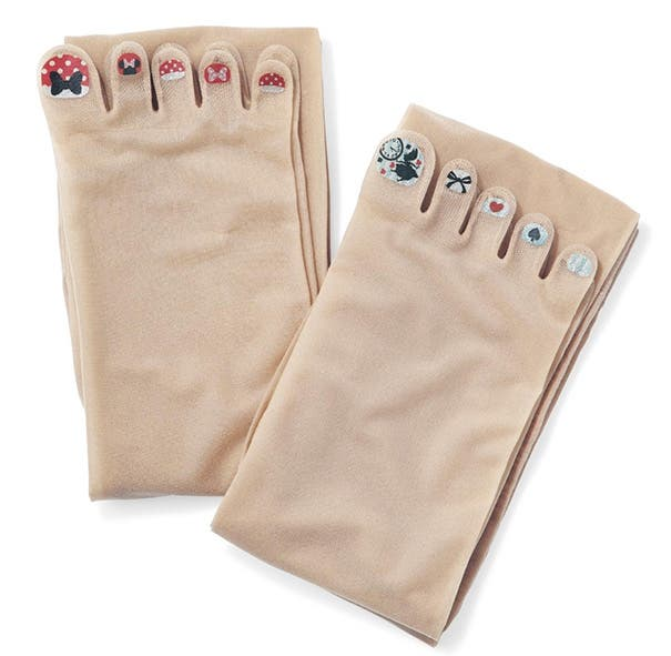 LOOK Stockings with Pre-Painted Toenails Exist 4
