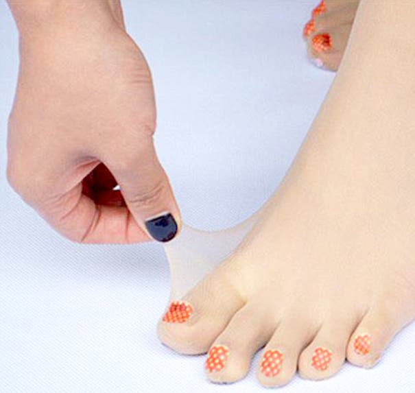 LOOK Stockings with Pre-Painted Toenails Exist