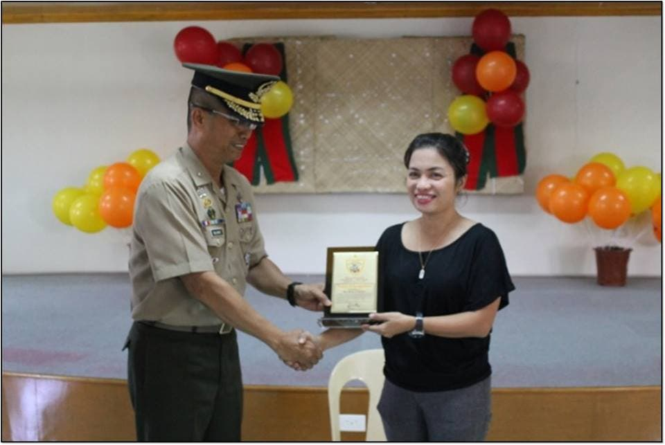 Philippine Navy Rewards Public School Teacher Who Returned P210,000 Left in a Bus