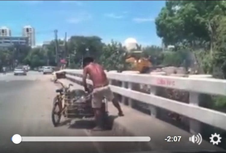 Caught on Video: Motorist Catches a Guy Throwing Bags and Bags of Trash Over a Bridge