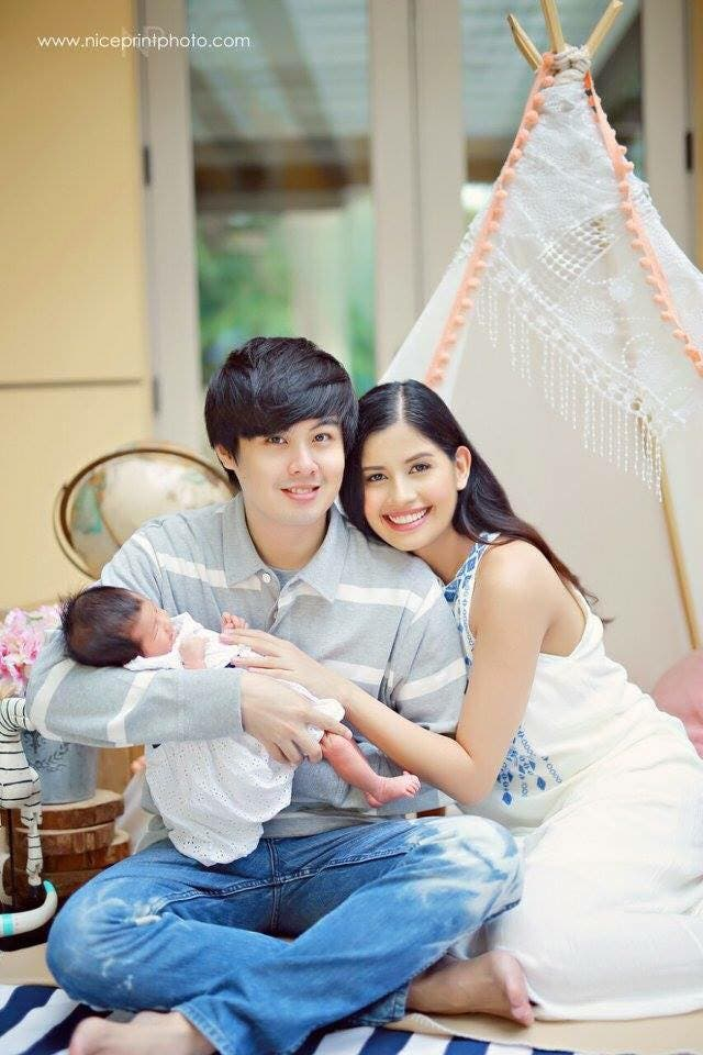 #FAMILYGOALS Shamcey Supsup, Lloyd Lee, and Their Daughter 2