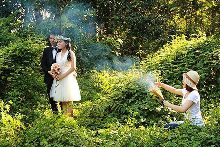 LOOK These Wedding Photographers Will Do Anything for a Good Shot 8
