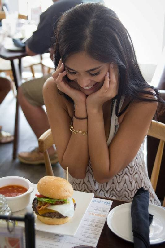 Pia swoons Burger (2)