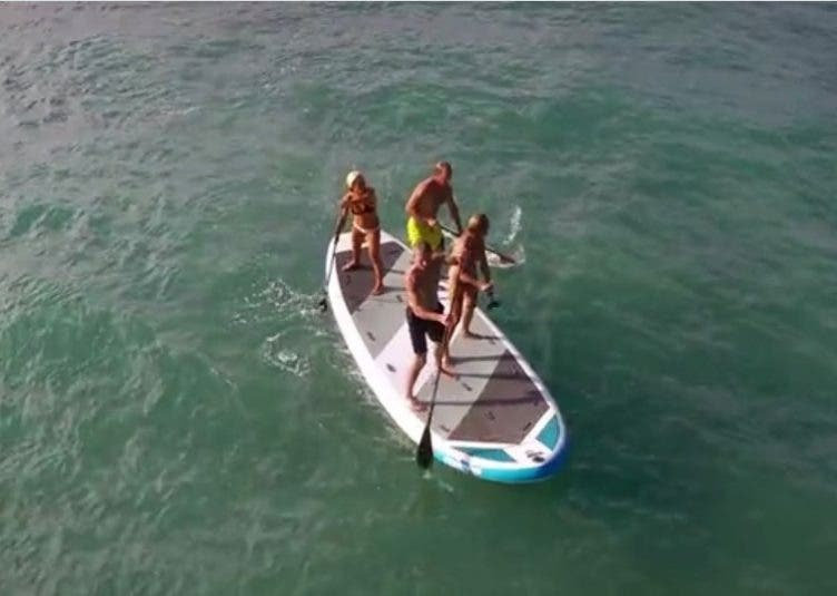 Giant Stand-Up Paddleboard Can Let you Paddle as a Group! SUP